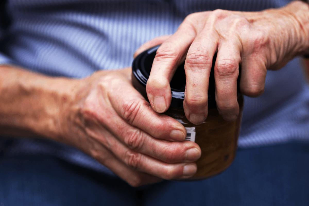 Understanding-arthritis-it's-risk-factors-and-treatment-1200x800.png
